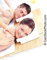 atraente, par, recebendo, massagem, jovem