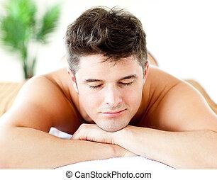 atraente, retrato, mentindo, homem, tabela massagem