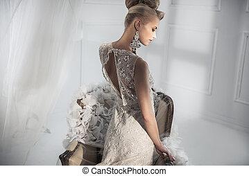 atraente, senhora, desgastar, um, luxo, branca, vestido