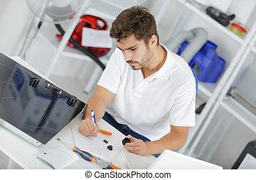 atraente, técnico, calculando, citação, em, clientes, lar