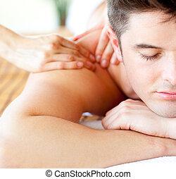 atraente, tendo, costas, homem, massagem, close-up