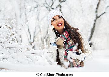 atraente, wintertime, ao ar livre, mulher jovem