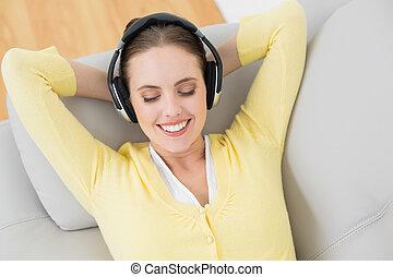 através, mulher, desfrutando, música, fones