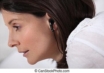 através, mulher, escutar música, fones