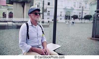 attente, canne, city., homme, aveugle, blanc, personne agee, arrêt autobus