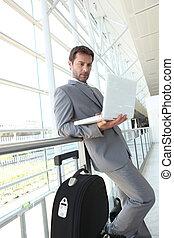attente homme affaires, aéroport.