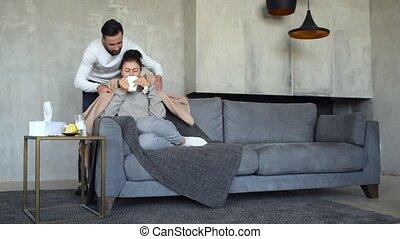 attentif, épouse, prendre, malade, mari, soin