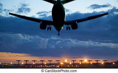 atterrissage avion, crépuscule
