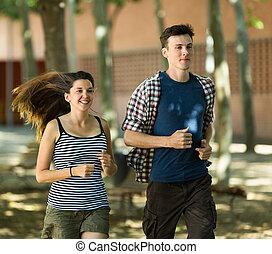 attivo, giovani persone, correndo, esterno