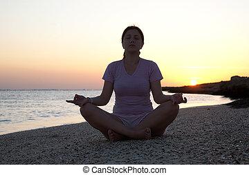 attivo, ragazza, yoga, contro, alba