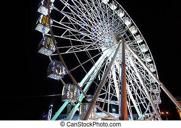 Attraction ferris wheel in the night