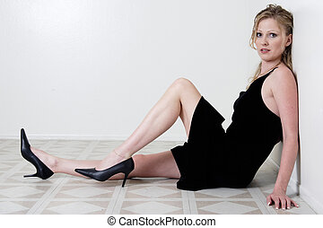 woman sitting - Attractive blonde woman sitting on floor