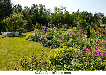 Attractive English style formal garden - Attractive...
