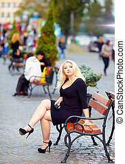 attractive overweight woman in the city