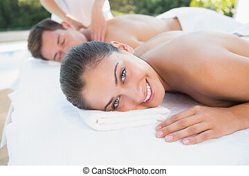 attraente, coppia, couples, godere, poolside, massaggio