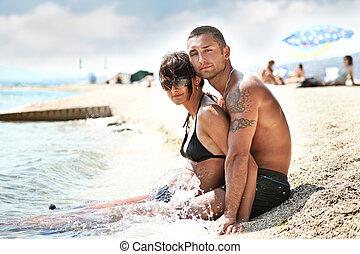 attraente, coppia, rilassante, spiaggia