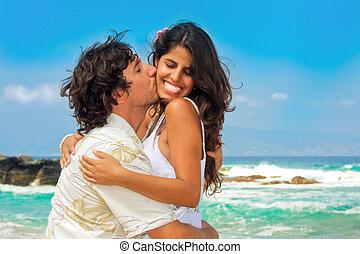 attraente, coppia, spiaggia