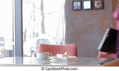 attraente, donna affari, seduta, in, uno, caffè