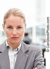 attraente, donna d'affari, in, lei, ufficio