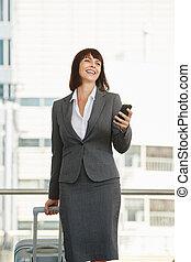 attraente, donna professionale, standing, in, città, con, bagaglio