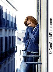 attraente, donna, sofferenza, depressione, e, stress, fuori, a, il, balcone