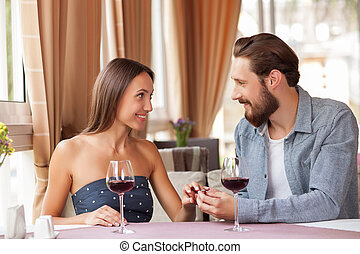 attraente, giovane, coppia amorosa, è, festeggiare, in, ristorante
