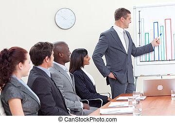 attraente, uomo affari, segnalazione, a, figure vendite