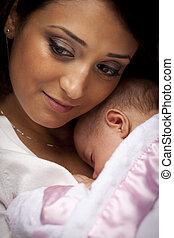 attraktiv, etnisk, kvinna, med, henne, nyfödd baby