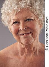 attraktive ältere frauen