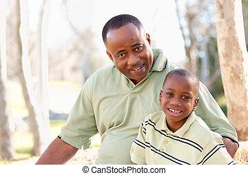 attraktive, afrikanischer amerikanischer mann, und, kind, spaß haben