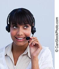attraktive, ethnisch, geschäftsfrau, arbeitende , in, a, anruf- mitte