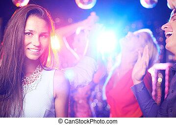 attraktive, partygoer