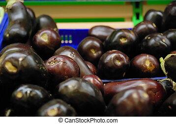 aubergine, in, supermarkt