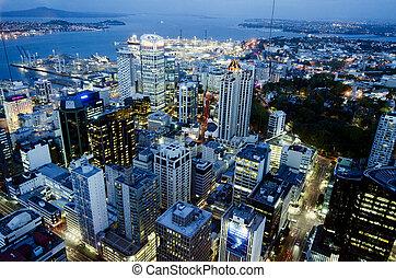auckland, cbd, cityscape, por la noche, -, nueva zelandia,...