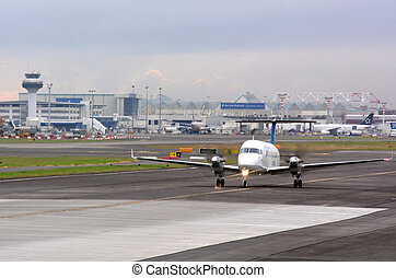 Auckland International Airport - AUCKLAND - APR 10 2014:Jet...