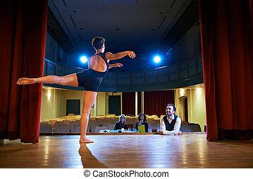audição, mulher, júri, teatro, dançar