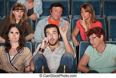 audiência, zangado, com, homem telefone