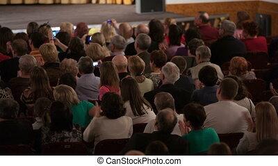 audiencja, oklaskując, posadzony, ludzie