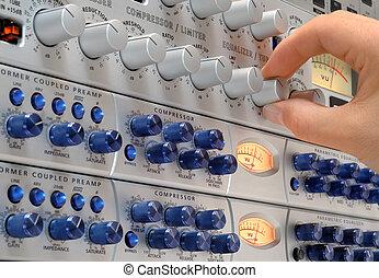 audio, engineer\'s, hand, op het werk