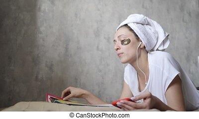 audio, magazine, headphones., femme, smartphone, soin, ...