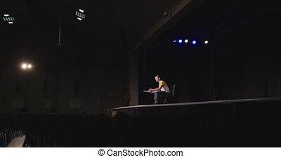 auditorium, adolescent, élevé, préparer, performance, garçon école, caucasien