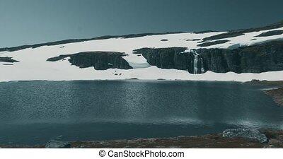 auerlandsfjellet, flotvatnet, see, mit, wasserfall, flotane