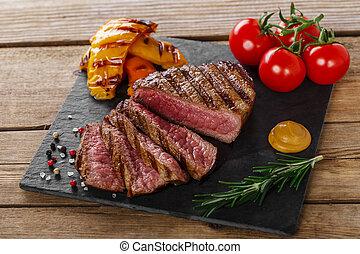 aufgeschnitten, gegrillt, steak, selten, rindfleisch