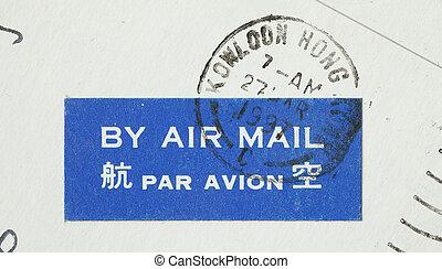 Aufkleber By Air Mail auf einer Postkarte