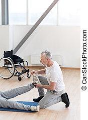 aufmerksam, antikisiert, orthopedist, portion, der, behinderten, patient, turnhalle