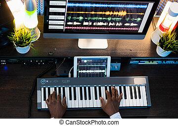 aufnahme, musik, menschliche , klavier gibt, hände, neu , tastatur, während, prozess