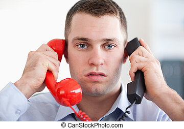 aufschließen, genervt, mit, der, telefon