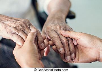 aufschließen, hände, von, helfende hände, älteres haus, care., mutter, und, daughter., geistige gesundheit, und, altenpflege, begriff
