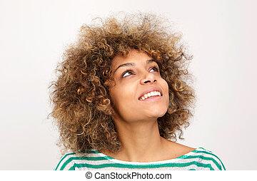 aufschließen, lächeln, junger, afrikanische amerikanische frau, oben schauen