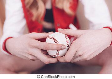 aufschließen, von, hüfthose, frau besitz, baseball ball, in, hände
